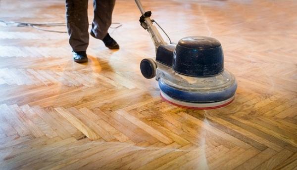Odkurzacz czyszczący panele drewniane